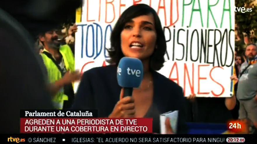 Ángela García Romero, durante la cobertura de la Diada