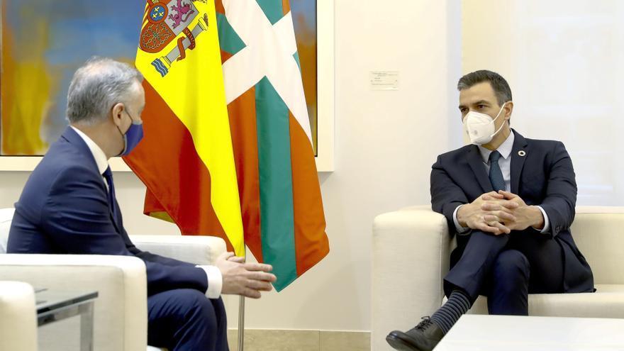 Sánchez y Urkullu pactan ceder en marzo la gestión de las prisiones