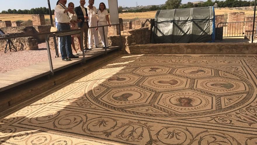 La Junta saca a la luz nuevos mosaicos en Itálica y aspira a dejar al descubierto unos 60 en unos años