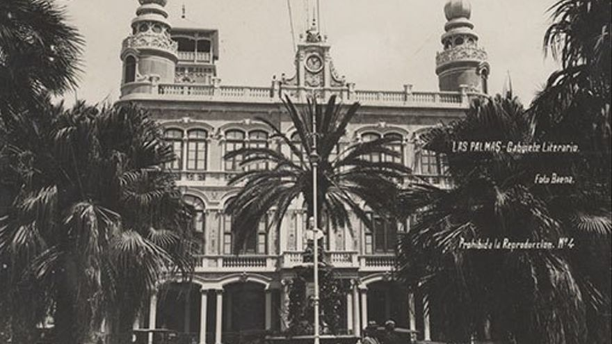 Gabinete literario en la Plaza del Cairasco, 1927.