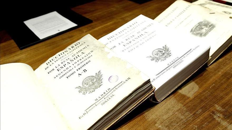 Las ventas de diccionarios y enciclopedias han caído un 70 por ciento desde 2008