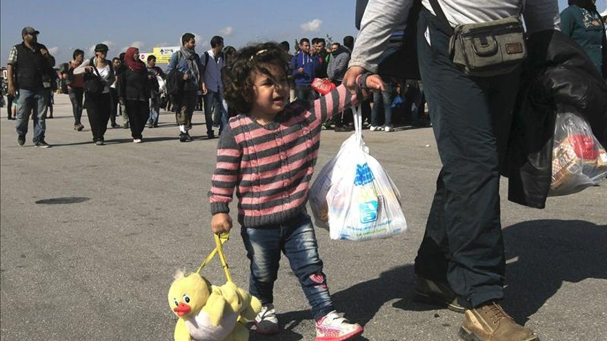 Casi 6.000 refugiados llegan al puerto de Atenas procedentes de las islas