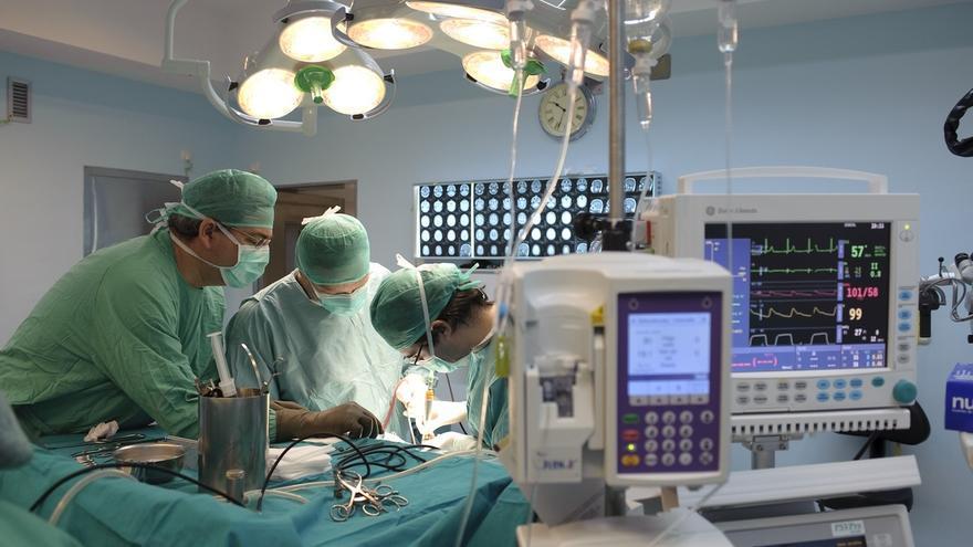 Salud amplía un 10,5% los profesionales para el refuerzo de los centros de atención primaria de las zonas costeras