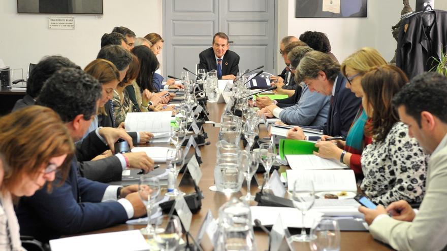 La FEMP celebra que los cargos locales no estén obligados a comparecer en Comisiones de los Parlamentos Autonómicos