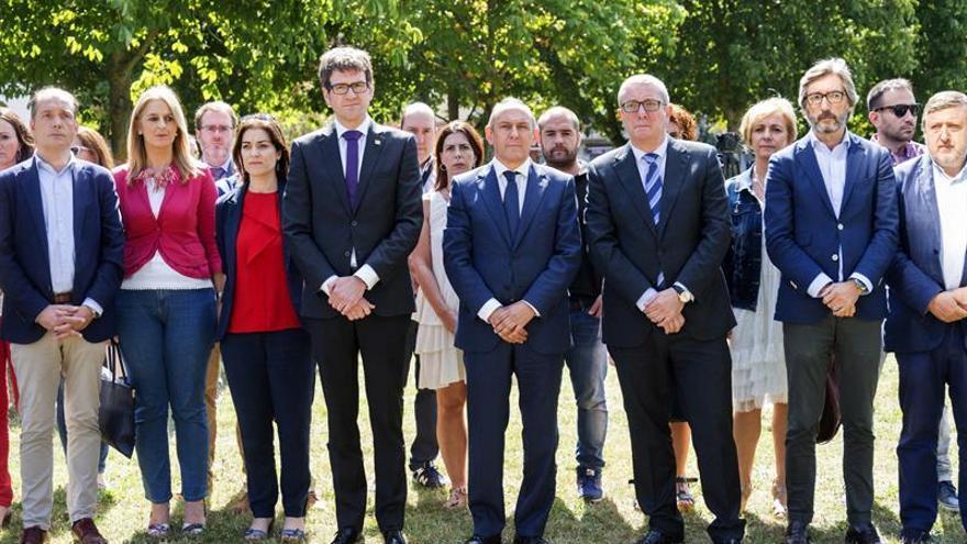Unidad en Vitoria en el recuerdo a Miguel Ángel Blanco con una ofrenda floral