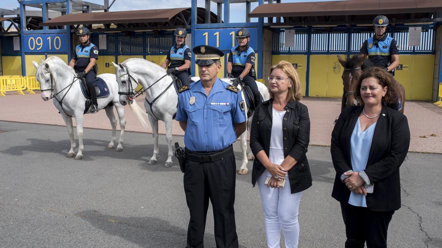 Presentación de la policía a caballo en Las Palmas de Gran Canaria