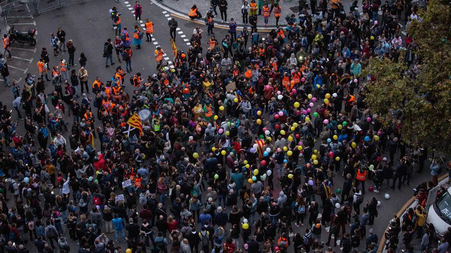 2.700 manifestantes protestan frente a la Conselleria de Interior en Barcelona