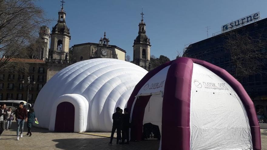 Exhibición Memoria Eraikiz en el Arenal de Bilbao