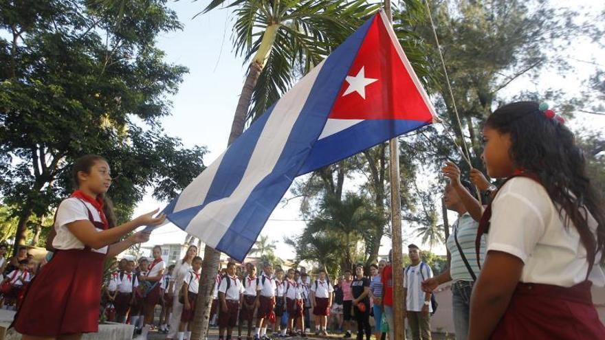 Más de 5.000 maestros cubanos volverán a las aulas tras subida de los salarios
