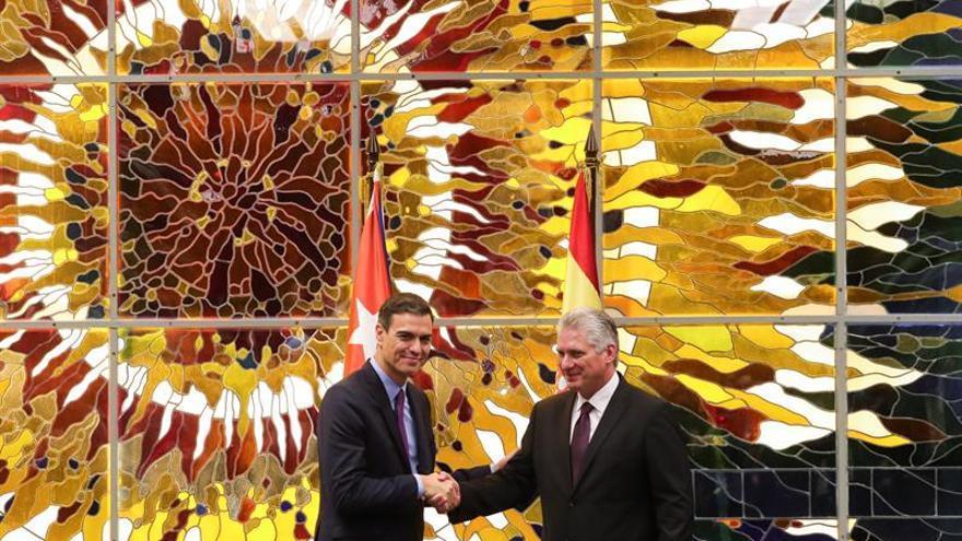 Sánchez pide a Aznar sentido de Estado y no actuar como líder de la oposición