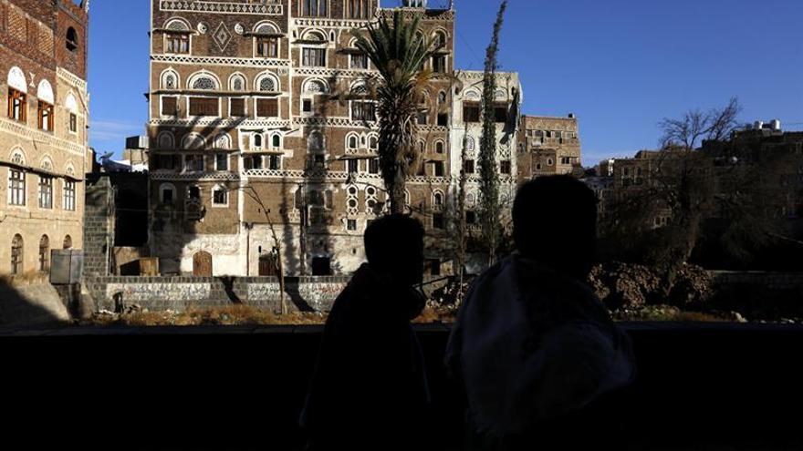 Aumenta a 9 el número de muertos en bombardeos durante un funeral en Yemen