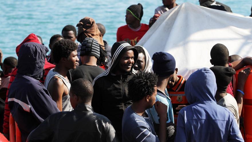 La llegada de migrantes a las costas canarias cae en 2017 hasta las 423 personas, 37 de ellos menores.