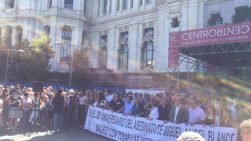 Pancarta para el  homenaje a todas las víctimas del terrorismo en el aniversario de la muerte de MIguel Ángel Blanco