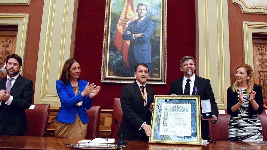 El Ayuntamiento reconoce la labor de la Alianza Francesa en la ciudad durante más de 50 años