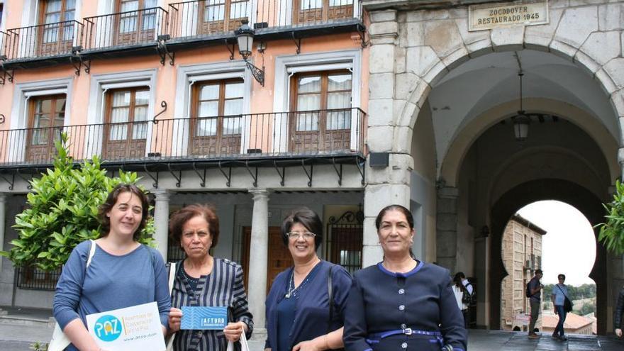 De izquierda a derecha: Salwa Kennou, Hakima Chrekani y Naima Hammami. / Bárbara D. Alarcón
