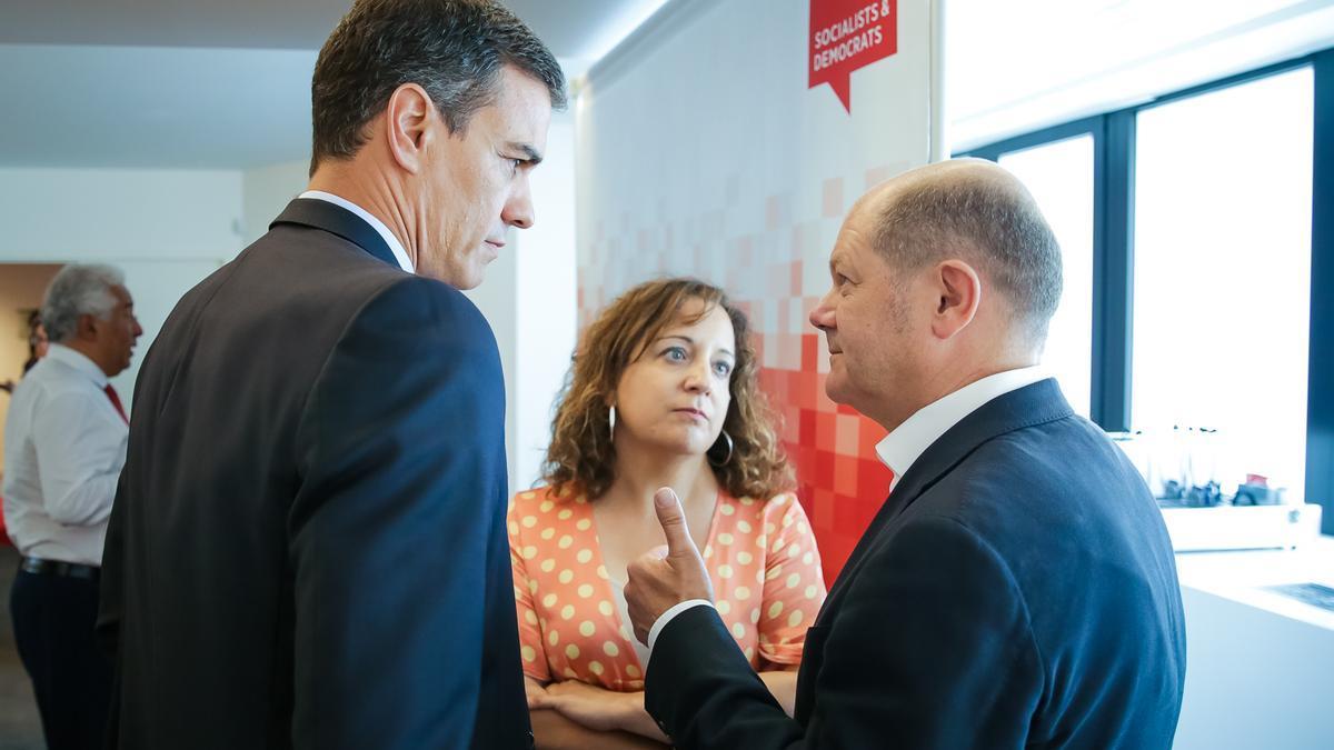 El presidente del Gobierno, Pedro Sánchez; la presidenta de los socialistas en la Eurocámara, Iratxe García; y el líder del SPD, Olaf Scholz.