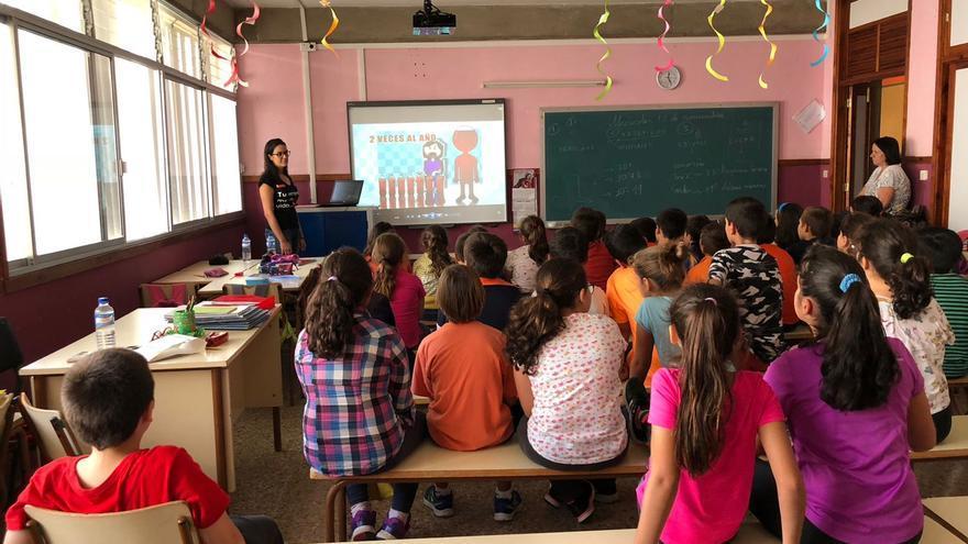 Charla informativa sobre donación de sangre celebrada en el colegio Tagoja de Mirca.