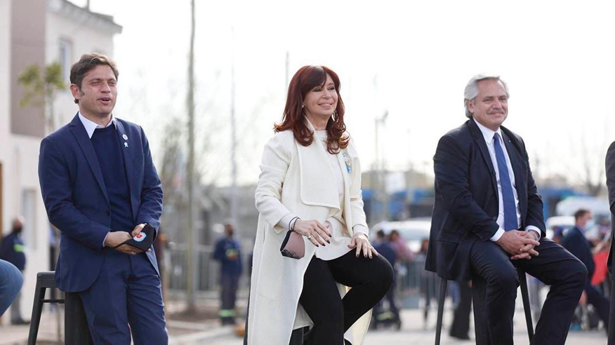 Cristina Kirchner y Alberto Fernández, con Axel Kicillof, en un reciente acto oficial en la Isla Maciel. Difícil convivencia.