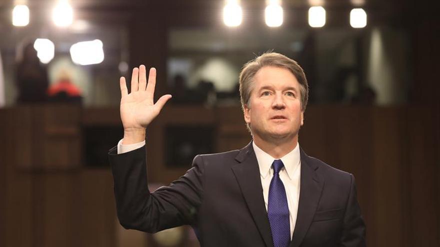 El juez Brett Kavanaugh jura durante su audiencia de confirmación como nominado a la Corte Suprema de Justicia el pasado 4 de septiembre de 2018, en la Oficina Hart del Senado, Washington (EEUU).
