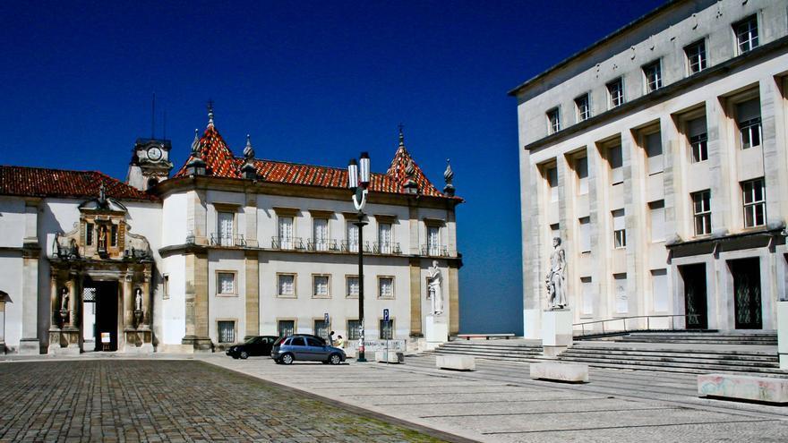 Patio de la vieja Universidad de Coímbra.