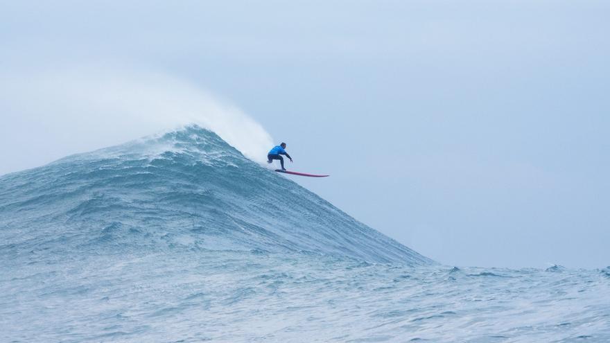 La CROTU emite informe favorable para celebrar la prueba de surf 'La vaca gigante'