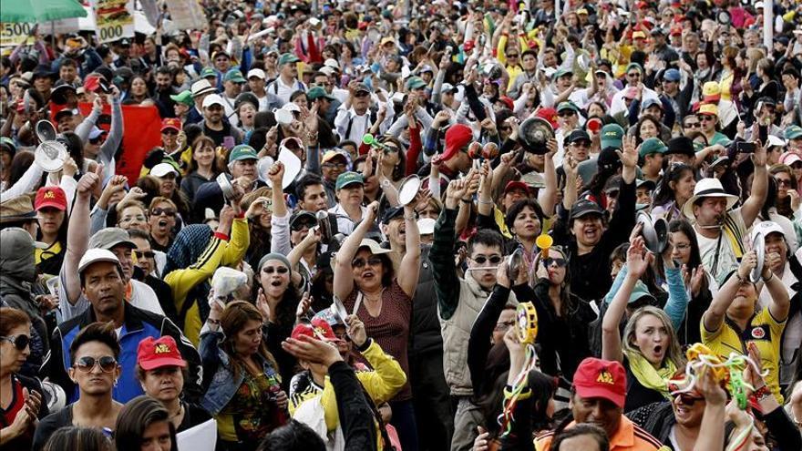 El Gobierno colombiano y los maestros se reúnen tras nueve días de huelga
