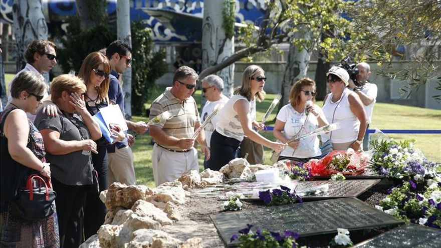 Las víctimas de Spanair exigen justicia y al Parlamento que investigue el accidente