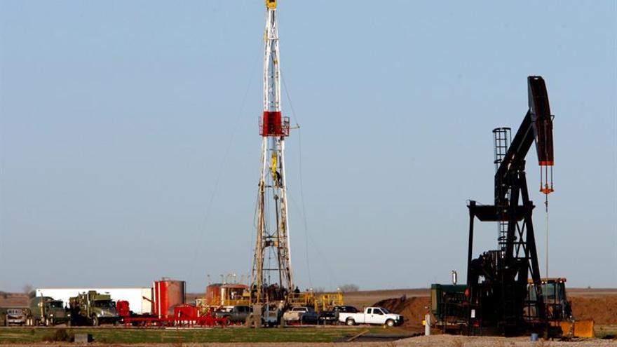 El petróleo de Texas abre con un descenso del 0,59 % hasta 44,18 dólares