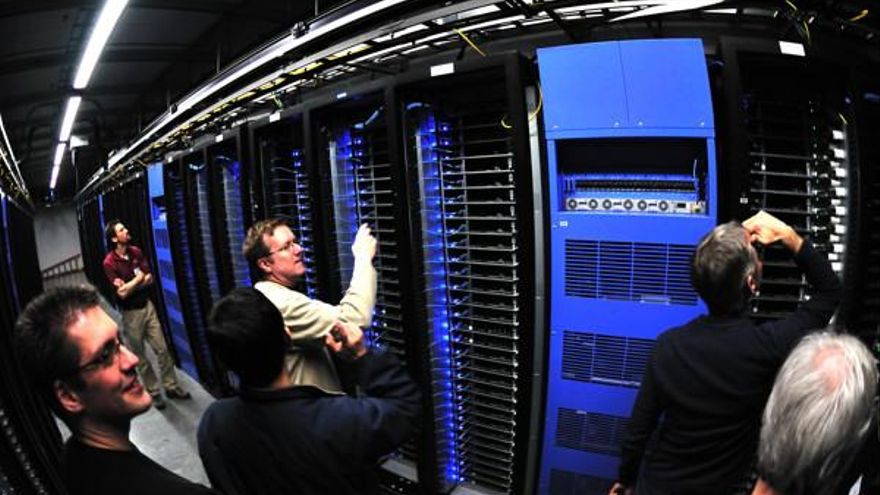 Facebook almacena toneladas de datos de sus usuarios fuera de nuestras fronteras