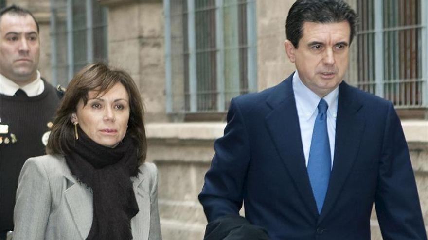 Matas pide que se archive la causa por una contratación irregular de su mujer