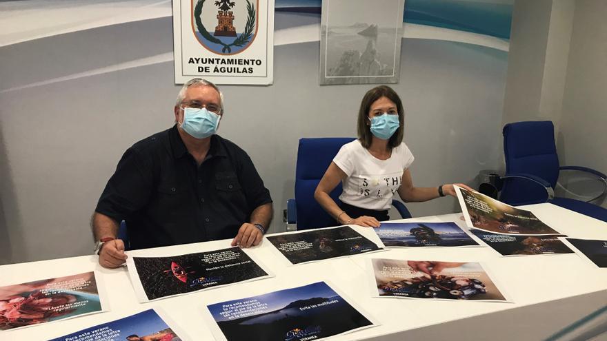 La alcaldesa de Águilas, Mari Carmen Moreno, y el edil de Turismo, Ginés Desiderio Navarro