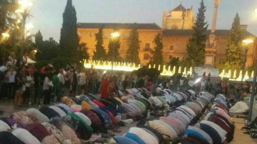 Imagen del rezo del pasado sábado con motivo del Ramadán en Granada