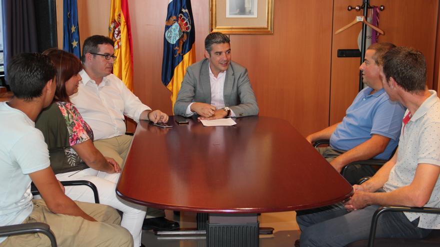 Reunión del consejero de Agricultura, Narvay Quintero, con integrantes de la Federación de Arrastre de Canarias