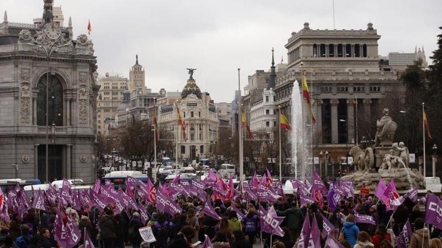 Miles de personas se concentran en Cibeles por la igualdad