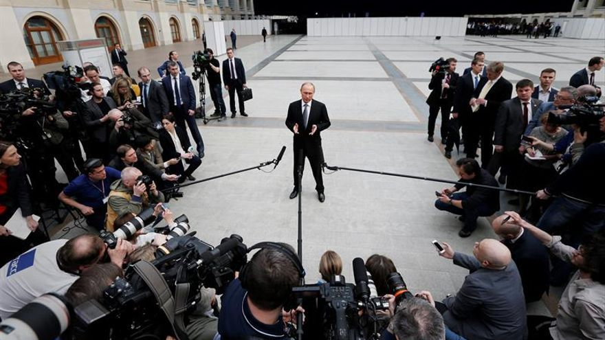 """Putin califica a Obama de """"decente"""" por reconocer sus errores en Libia"""