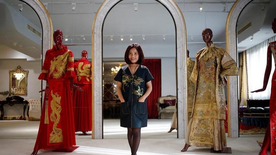 Guo Pei, la diseñadora china que convirtió en emperatriz a Rihanna