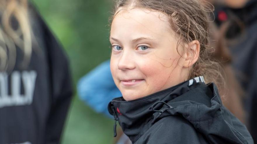 Greta Thunberg llega a puerto en EE.UU. escoltada por una flotilla de la ONU