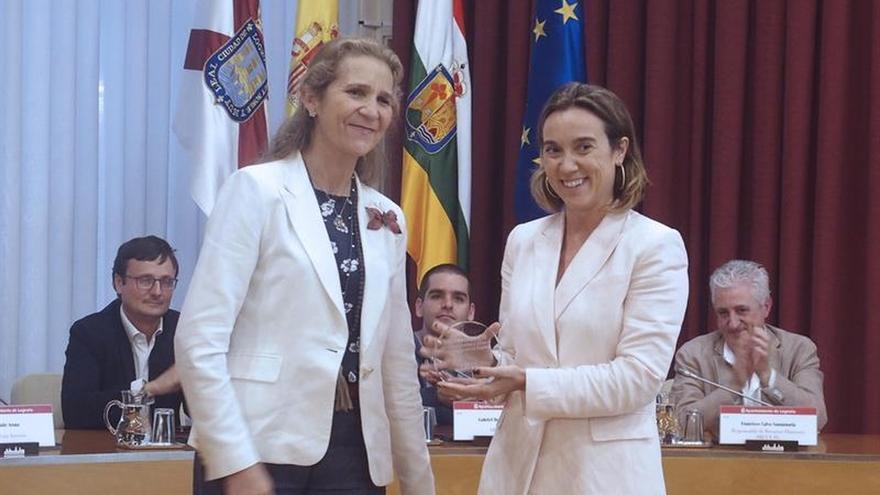 La infanta Elena entrega tres premios de empleo social a entidades riojanas