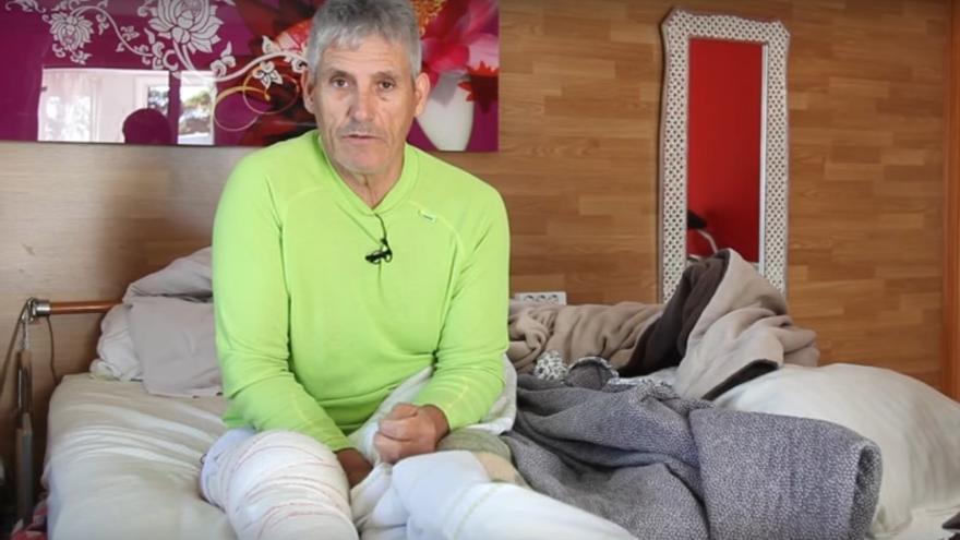 Guillermo Pons García, un hombre de 60 años de edad vecino de Cartaya (Huelva) es parapléjico.