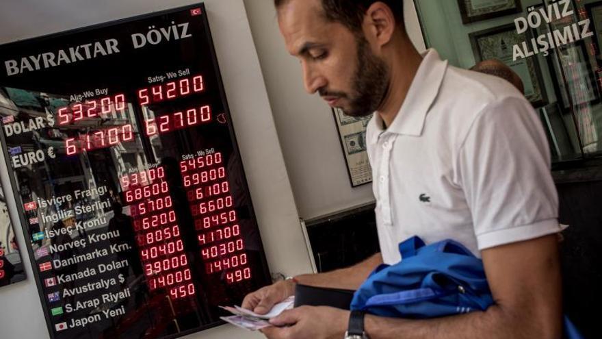 La depreciación de la lira obliga a hospitales turcos a retrasar operaciones