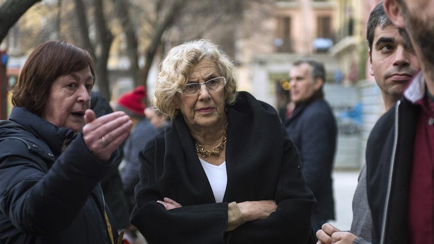 Manuela Carmena, durante una de sus visitas de la iniciativa 'Un mes un distrito'