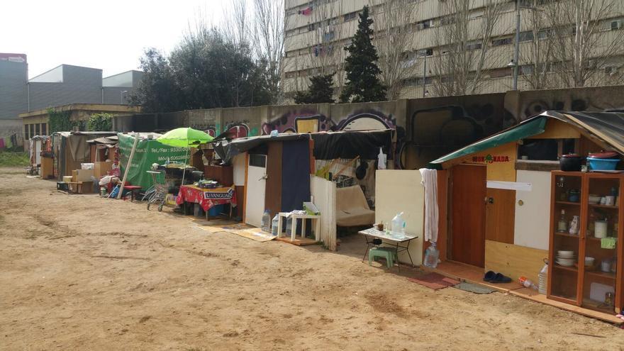 Les cases de l'assentament en un solar de La Mina (Sant Adrià de Besòs)