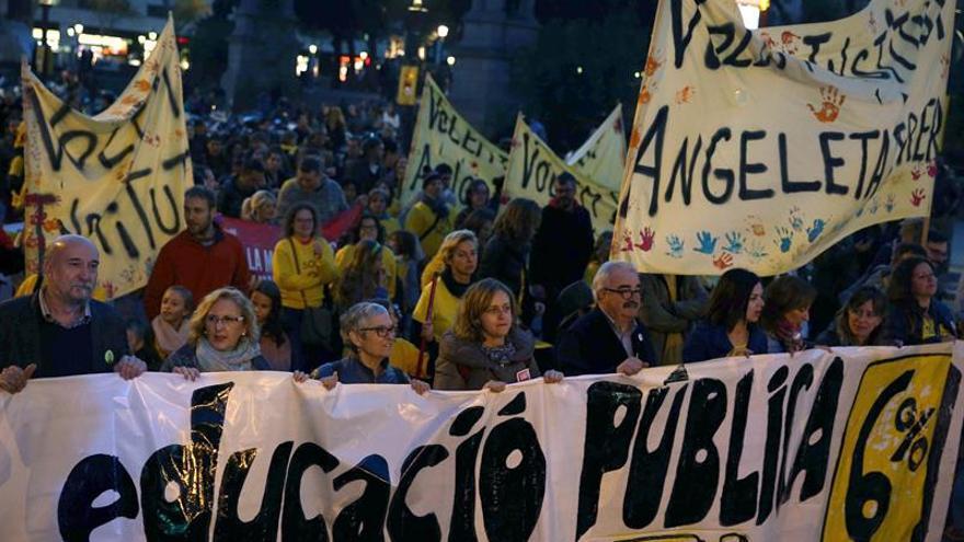 Centenares de personas piden en Barcelona elevar la inversión en educación