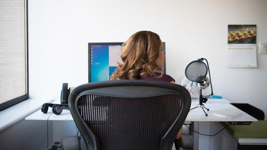 Lo ideal es que la silla cuente con un respaldo amplio que cubra la mayor parte de la espalda.