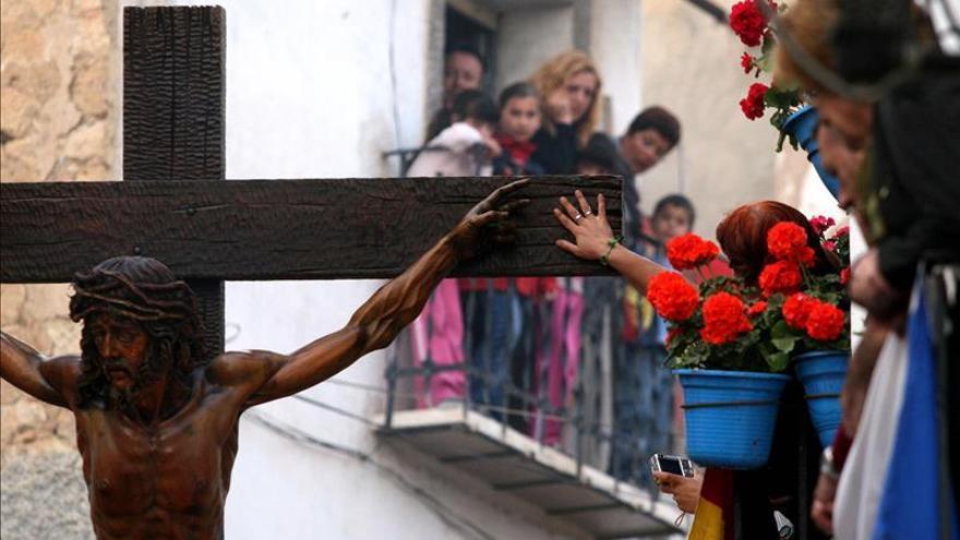 Prohíben a las mujeres que procesionan en Alicante el escote y la falda corta