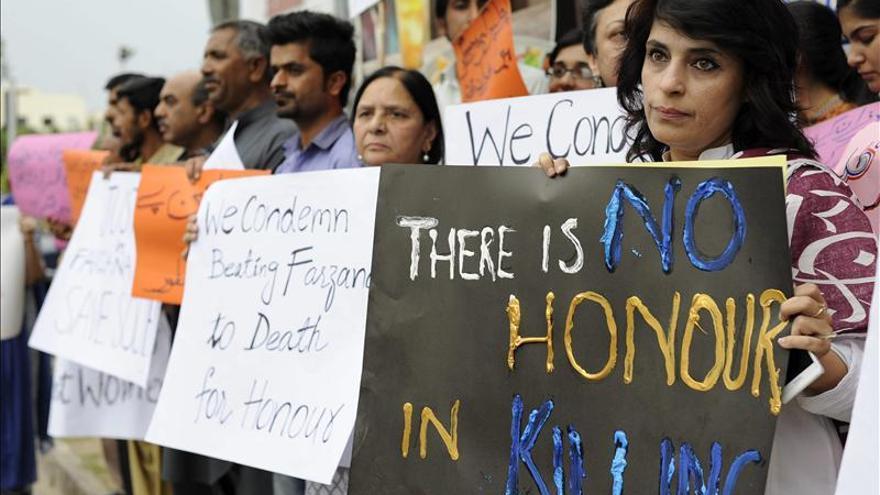 """Dos hermanos matan a su madre y a dos hermanastras por """"honor"""" en Pakistán"""