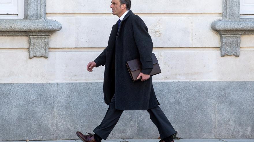 """El secretario general de VOX, Javier Ortega Smith, a su regreso al Tribunal Supremo tras el receso, este jueves, de la tercera jornada del juicio del """"procés""""."""