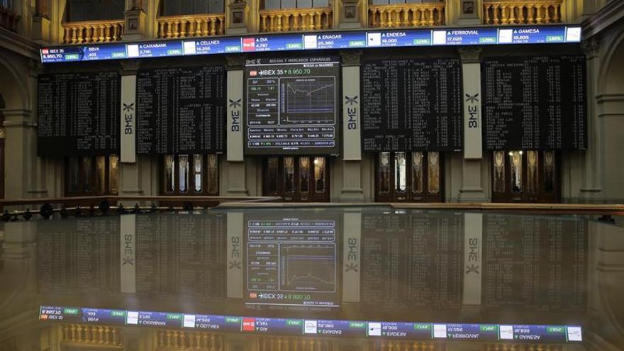La Bolsa española mantiene ganancias del 0,35 % a la espera de EEUU