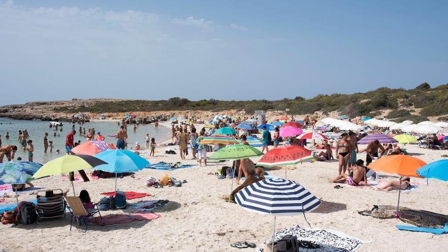 Madrileños, andaluces y catalanes, al rescate del turismo nacional en verano