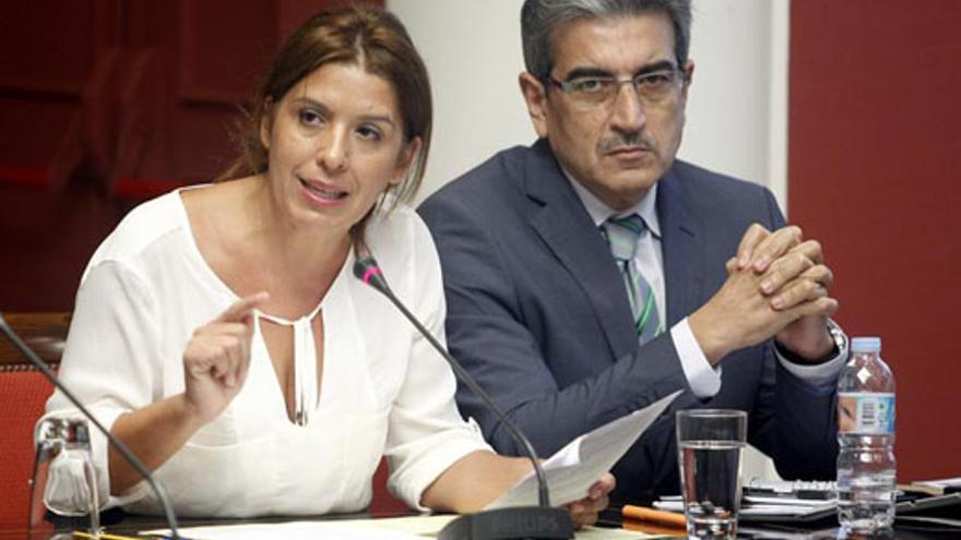 Carmen Rosa Hernández, este miércoles, junto a Román Rodríguez. (EFE/Cristóbal García)